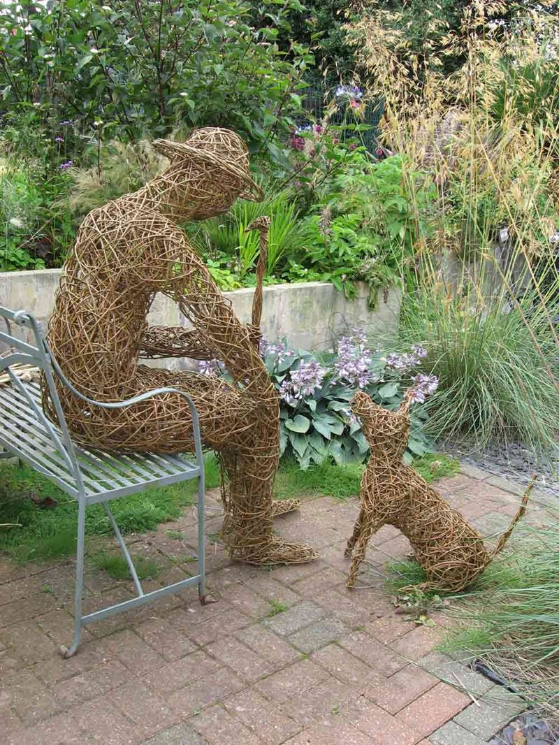 one-man-and-his-dog-willow-sculpture